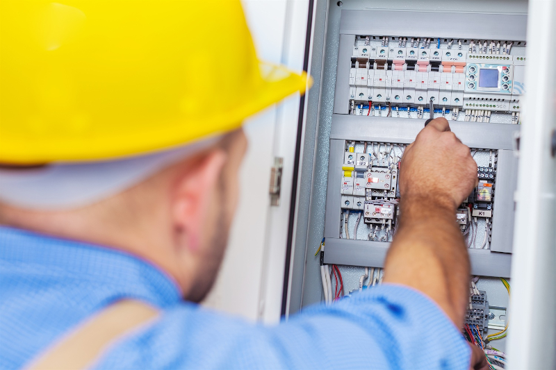 24/7 electrician for electrical emergencies in Edmonton