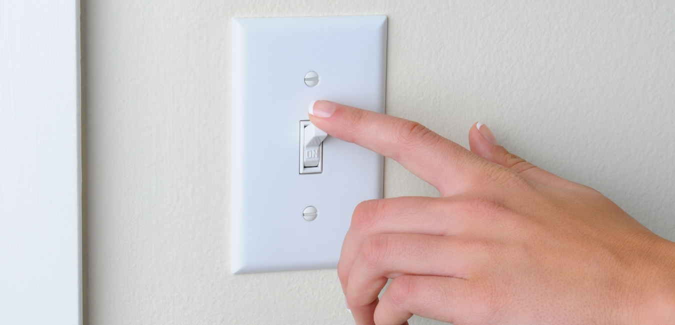 A light switch wired wrong? It is dangerous!